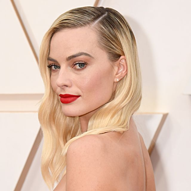 margot robbie attends the 92nd annual academy awards