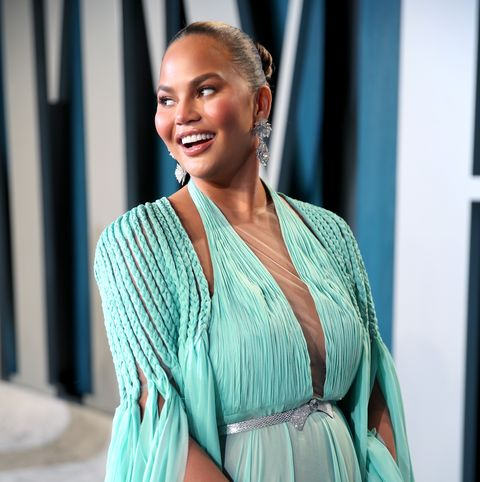 beverly hills, california   february 09 chrissy teigen attends the 2020 vanity fair oscar party hosted by radhika jones at wallis annenberg center for the performing arts on february 09, 2020 in beverly hills, california photo by rich furyvf20getty images for vanity fair