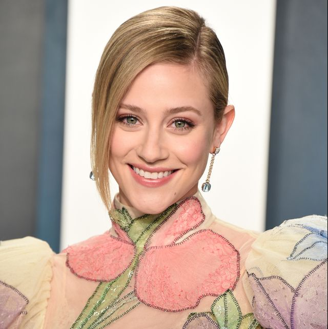 beverly hills, california   february 09 lili reinhart attends the 2020 vanity fair oscar party hosted by radhika jones at wallis annenberg center for the performing arts on february 09, 2020 in beverly hills, california photo by john shearergetty images