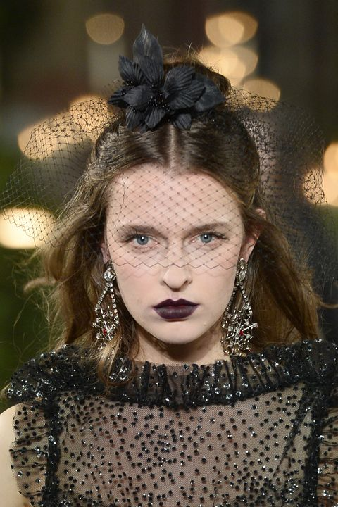 Hair, Face, Fashion, Beauty, Head, Eyebrow, Lip, Hairstyle, Headpiece, Haute couture,