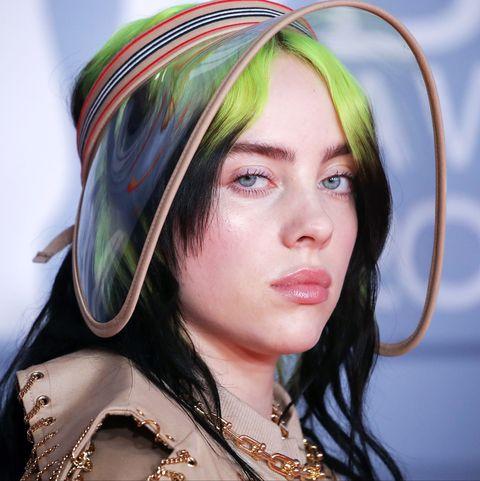 Hair, Face, Green, Head, Beauty, Yellow, Eyebrow, Hairstyle, Skin, Eye,