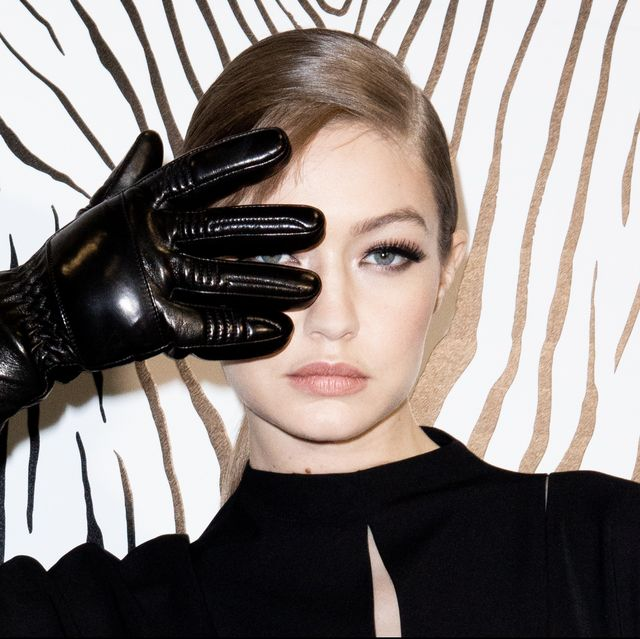 Hair, Glove, Beauty, Latex, Footwear, Fashion, Lip, Fetish model, Photo shoot, Photography,