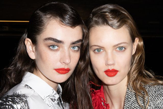 milan, italy   february 22 l r model alisha nesvat and lindsey wixson are seen backstage at the msgm fashion show on february 22, 2020 in milan, italy photo by rosdiana ciaravologetty images