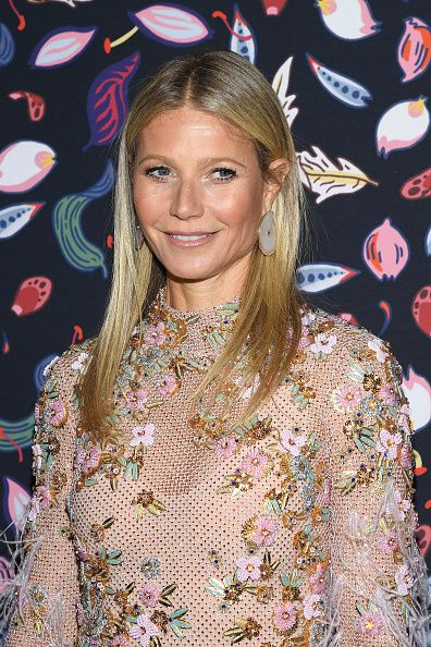 Gwyneth Paltrow S Daughter Apple Is Her Double In A New Photo
