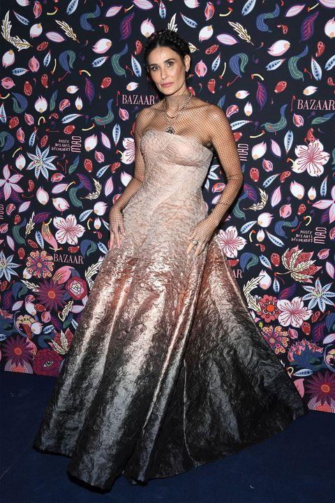 Dress, Clothing, Gown, Fashion, Fashion model, Haute couture, Formal wear, Carpet, Event, Shoulder,