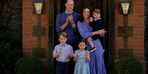 prins william en kate middleton samen met hun kinderen prins george, prinses charlotte en prins louis