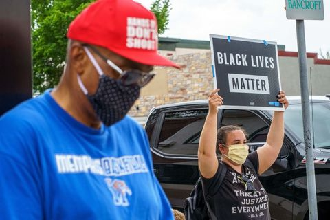 a woman holds a black lives matter, i cant breathe placard while protesting near the area where a minneapolis police department officer allegedly killed george floyd, on may 26, 2020 in minneapolis, minnesota   an fbi investigation is underway following a fatal encounter may 25, 2020 between minneapolis police and an unarmed black man in a statement early tuesday, police said the man had a medical incident during an attempted arrest however, video of the encounter shows an officer with his knee on the mans neck for at least seven minutes before the man loses consciousness, he repeatedly tells officers that he cant breathe photo by kerem yucel  afp photo by kerem yucelafp via getty images