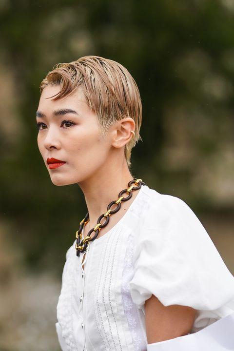 Ear, Lip, Hairstyle, Jewellery, Style, Eyelash, Fashion, Neck, Street fashion, Necklace,