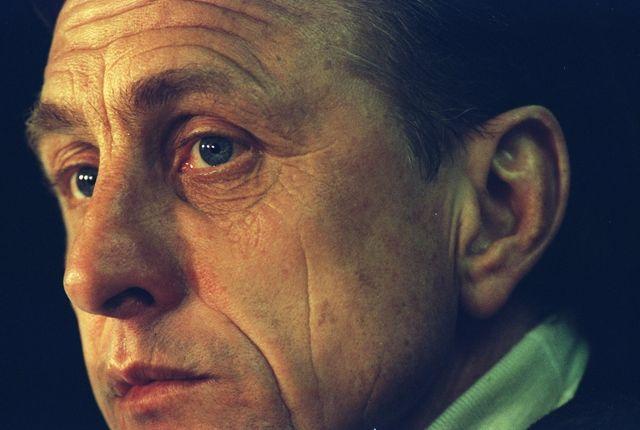 10 feb 1996  portrait of barcelona manager johan cruyff during a spanish league match against real madrid at the nou camp stadium in barcelona, spain barcelona won the match 3 0 \ mandatory credit ben  radfordallsport