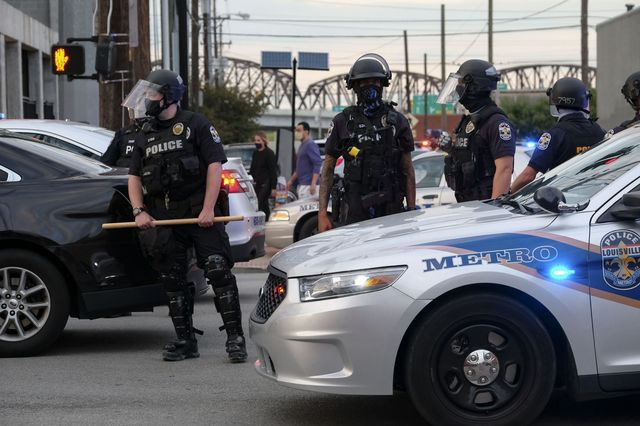 police officers block an intersection on a third day of protest over the lack of criminal charges in the police killing of breonna taylor and the result of a grand jury inquiry, in louisville, kentucky, on september 25, 2020   the family of breonna taylor today, september 25, demanded that us authorities release grand jury transcripts showing why no police will face direct criminal charges over her death, which has once again galvanized protesters angry about racism and police brutality in america photo by jeff dean  afp photo by jeff deanafp via getty images