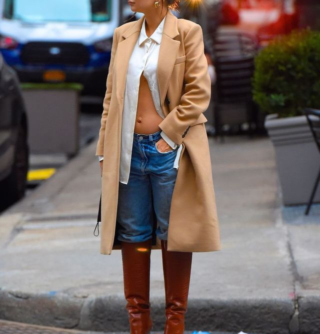 new york, ny   october 27  emily ratajkowski is seen on october 27, 2020 in new york city  photo by robert kamaugc images