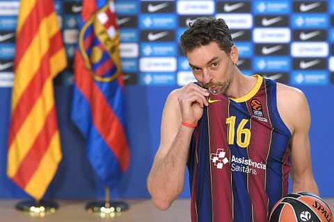 spanish pivot pau gasol kisses barcelonas crest as he poses during his official presentation as new player of fc barcelona basket at the palau blaugrana in barcelona on march 25, 2021   after six and a half seasons with the memphis grizzlies, where he was recognized as rookie of the year, gasol was traded in 2008 to kobe bryants los angeles lakers, where he won the 2009 and 2010 titles six time all star, gasol also played for the chicago bulls 2014 16, san antonio spurs 2016 19 and the milwaukee bucks 2019 prior to returning twenty years later to barcelona with whom he has signed until the end of the season photo by lluis gene  afp photo by lluis geneafp via getty images