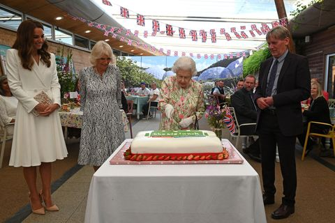 watched over by britain's catherine, duchess of cambridge l, britain's camilla, duchess of cornwall 2nd l and board director of eden project, peter stewart r, britain's queen elizabeth ii c eventually cuts a cake with a knife, to celebrate of the big lunch initiative at the eden project, near st austell in south west england on june 11, 2021 photo by oli scarff  pool  afp photo by oli scarffpoolafp via getty images