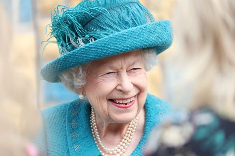 queen elizabeth bow brooch victoria