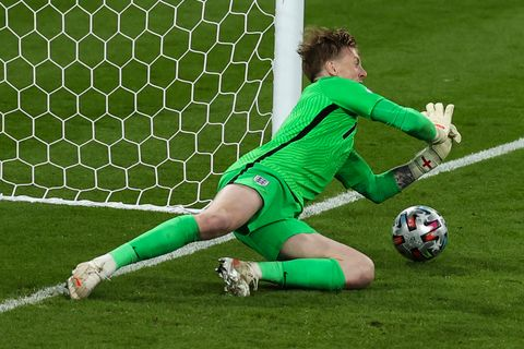 11 july 2021, united kingdom, london football european championship, italy   england, final round, final at wembley stadium englands goalkeeper jordan pickford holds a ball in the penalty shootout photo christian charisiusdpa photo by christian charisiuspicture alliance via getty images