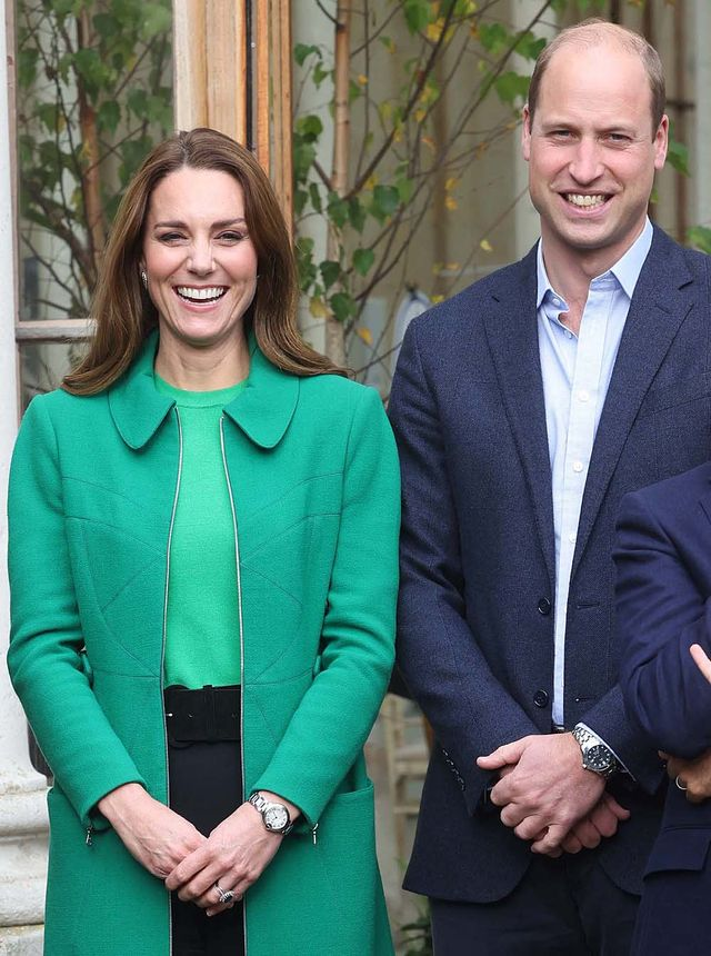 britains prince william, duke of cambridge and britains catherine, duchess of cambridge pose during their visit to take part in a generation earthshot educational initiative comprising of activities designed to generate ideas to repair the planet and spark enthusiasm for the natural world, at kew gardens, london on october 13, 2021 photo by ian vogler  pool  afp photo by ian voglerpoolafp via getty images
