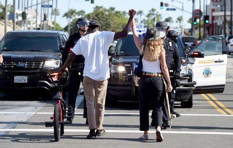 アメリカで blacklivesmatter を抗議する人々