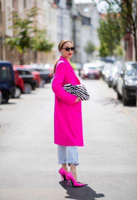 come indossare il cappotto rosa moda inverno 2021