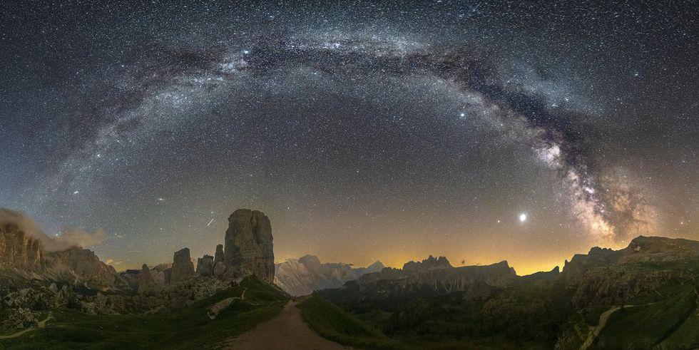 Gli alieni ci stanno mandando messaggi attraverso le stelle, e uno scienziato dice di poterli leggere