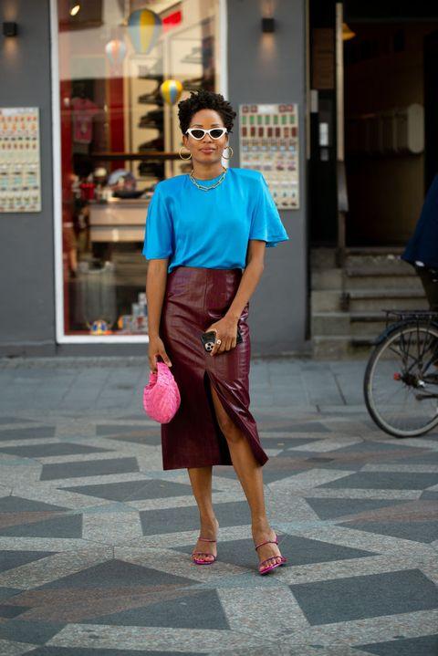 Clothing, Eyewear, Vision care, Glasses, Bicycle tire, Bicycle wheel rim, Shoulder, Sunglasses, Textile, Bag,