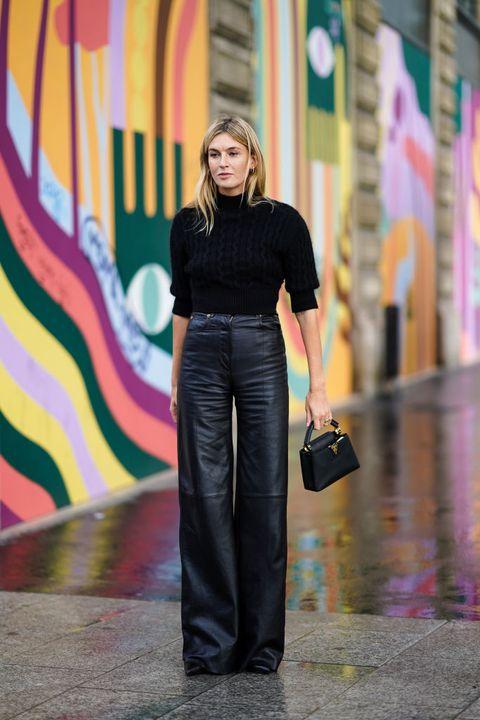 pantalones de cuero negro