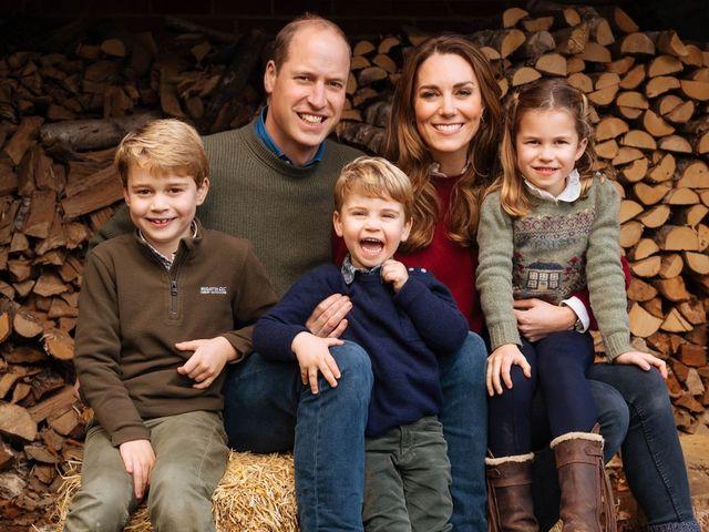 ジョージ王子とルイ王子とキャサリン妃とシャーロット王女とウィリアム王子