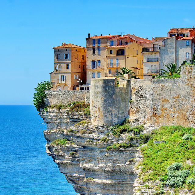 sea, coast, azure, building, cliff, promontory, sky, coastal and oceanic landforms, fortification, klippe,