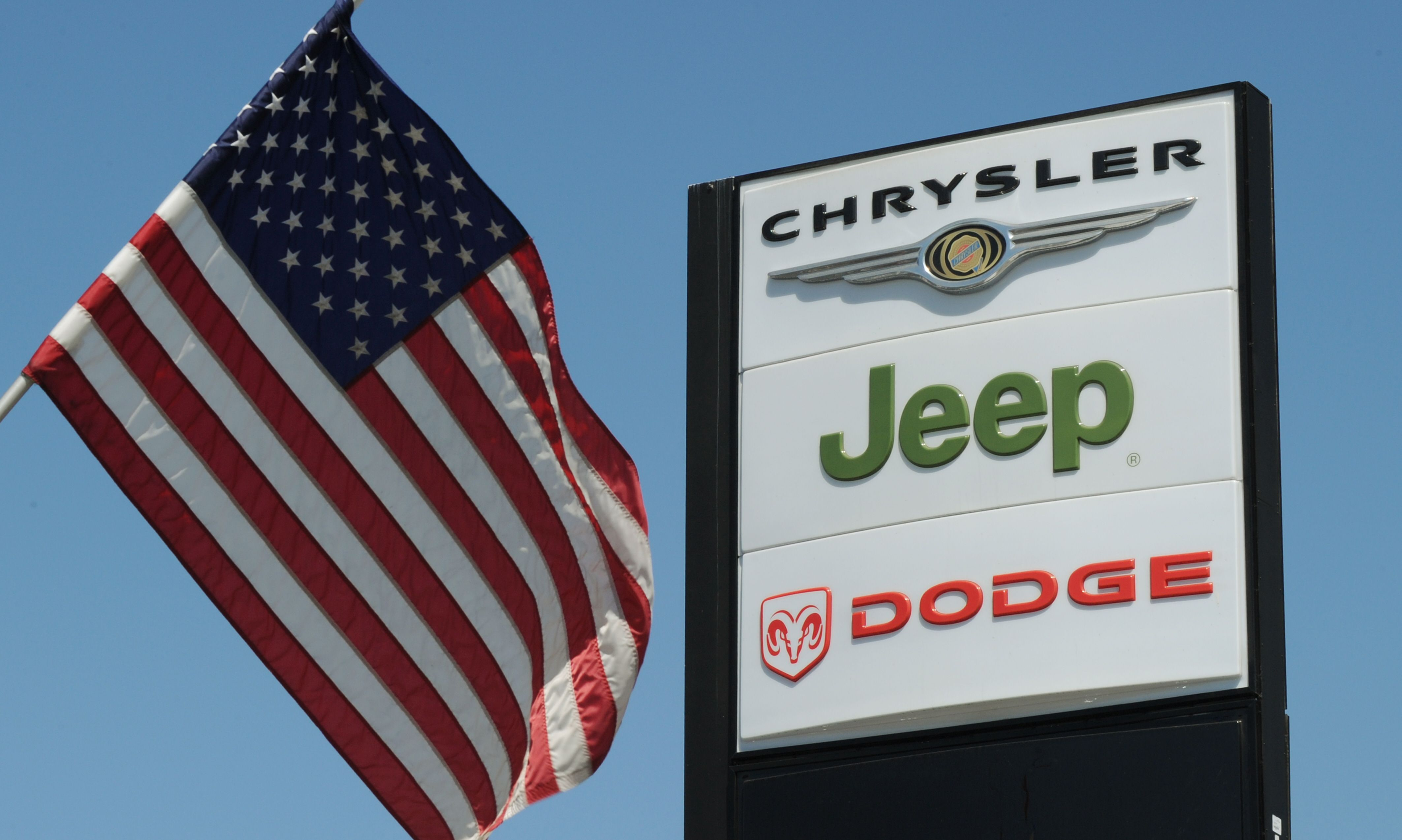 Fiat Chrysler Recalls 4 8 Million Vehicles Over Terrifying Cruise Control Flaw