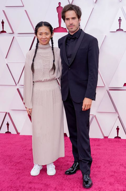 los angeles, california – april 25 l r chloe zhao and joshua james richards attend the 93rd annual academy awards at union station on april 25, 2021 in los angeles, california photo by chris pizzelo poolgetty images