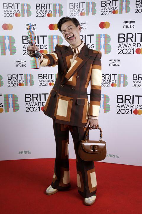 harry styles tijdens de brit awards 2021
