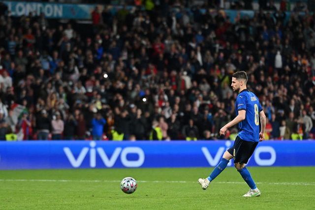 london, england   july 06 jorginho of italy scores their sides winning penalty in the penalty shoot out during the uefa euro 2020 championship semi final match between italy and spain at wembley stadium on july 06, 2021 in london, england photo by justin tallis   poolgetty images