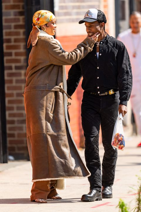 rihanna and a$ap rocky showing pda on music video set