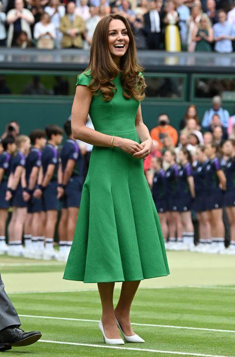 キャサリン妃になりきり! 夏のドレスコーデは鮮やかグリーンで視線をキャッチ