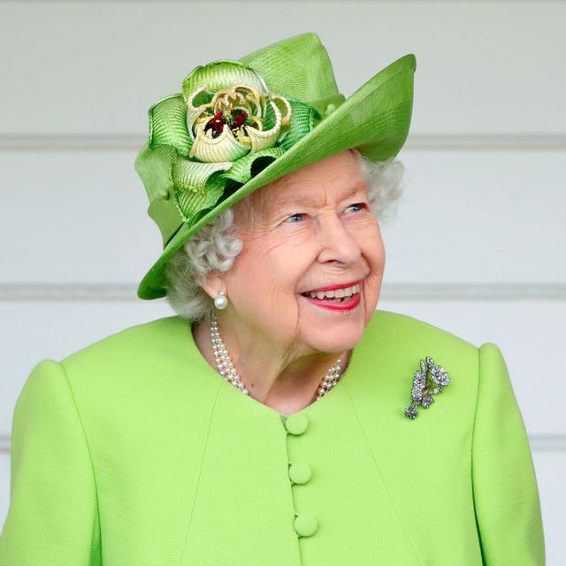 """This viral TikTok video of the Queen saying """"Nah!"""" is actually everything"""