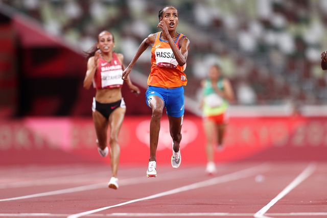 tokyo, japan   august 07 sifan hassan of team netherlands competes in the womens 10,000m final on day fifteen of the tokyo 2020 olympic games at olympic stadium on august 07, 2021 in tokyo, japan photo by patrick smithgetty images
