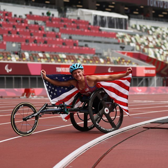 tokyo, japan   august 28  susannah scaroni of team united states celebrates after breaking the paralympic record and winning gold medal in  womens 5000m   t54 final on day 4 of the tokyo 2020 paralympic games at olympic stadium on august 28, 2021 in tokyo, japan photo by naomi bakergetty images