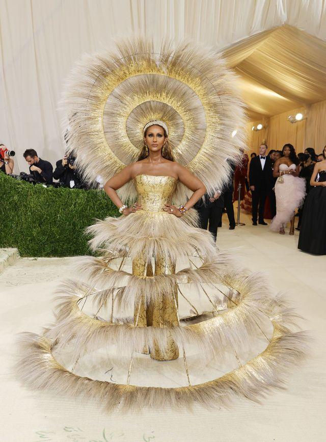 Iman in Dolce & Gabbana x Harris Reed on the Met Gala 2021 Red Carpet - Iman  Met Gala Look 2021