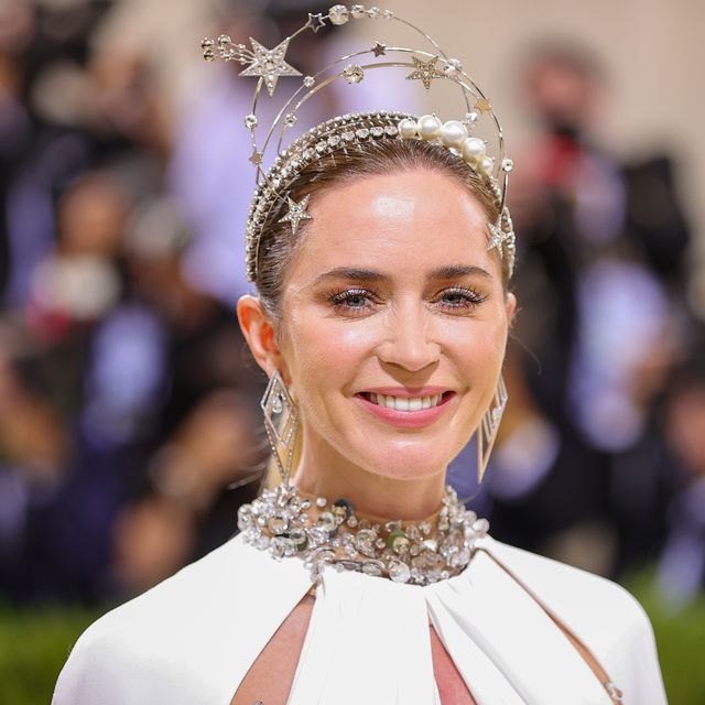new york, new york   september 13 emily blunt attends the 2021 met gala celebrating in america a lexicon of fashion at metropolitan museum of art on september 13, 2021 in new york city photo by theo wargogetty images