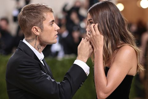 new york, new york   september 13  justin bieber and hailey bieber attend the 2021 met gala celebrating in america a lexicon of fashion at metropolitan museum of art on september 13, 2021 in new york city photo by dimitrios kambourisgetty images for the met museumvogue