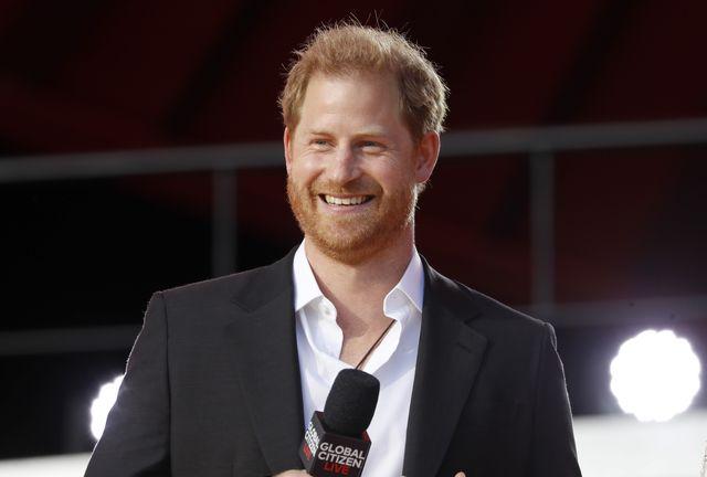 """Prince Harry's Memoir Might """"Overshadow"""" the Queen's Jubilee"""