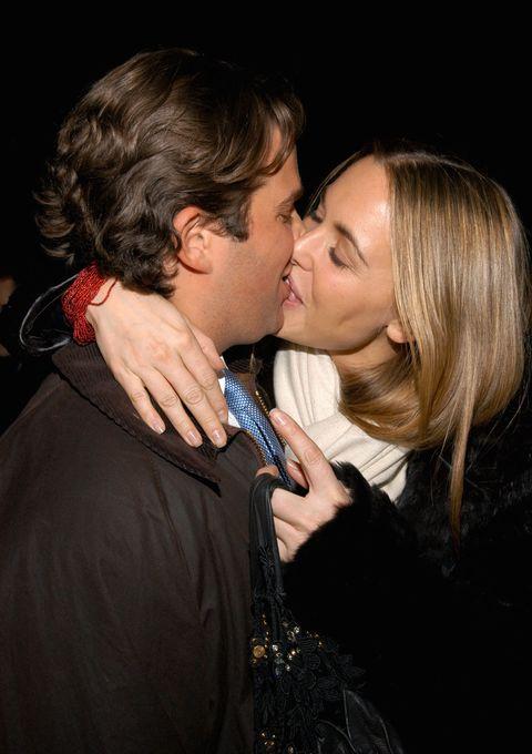 Kiss, Interaction, Cheek, Lip, Nose, Gesture, Love, Cheek kissing, Romance, Photography,