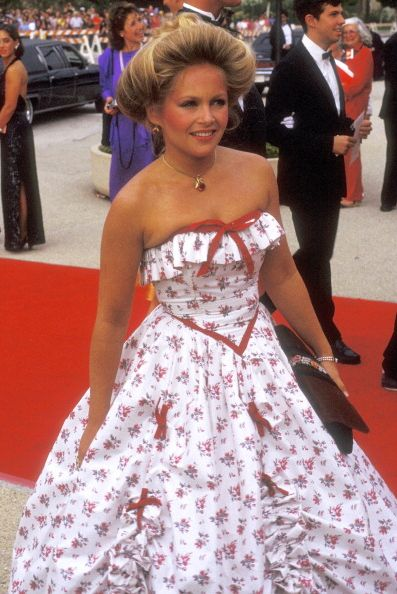 Red carpet, Dress, Clothing, Premiere, Flooring, Carpet, Gown, Hairstyle, Fashion, Event,
