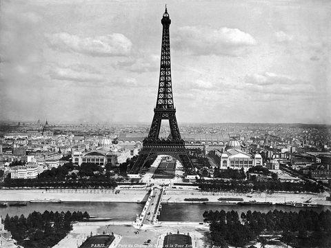 Landmark, Tower, Monument, Black-and-white, Spire, Architecture, City, Monochrome, Metropolitan area, Sky,