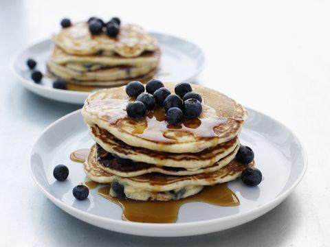La ricetta dei pancakes con i mirtilli più soffice del mondo è qui per stupirvi