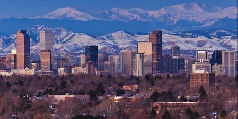Metropolitan area, Cityscape, City, Urban area, Sky, Skyline, Daytime, Mountainous landforms, Metropolis, Mountain range,