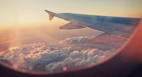 Sky, Air travel, Cloud, Airline, Wing, Atmosphere, Daytime, Airplane, Flight, Flap,