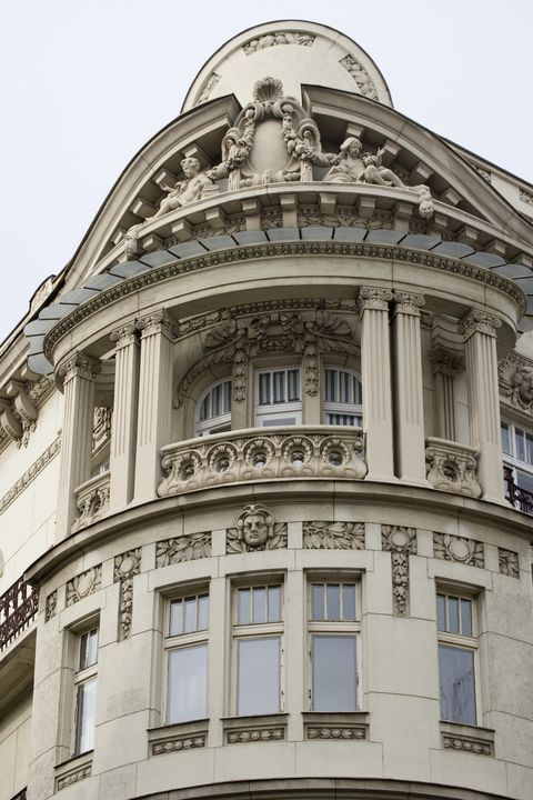Architecture, Classical architecture, Landmark, Building, Facade, Urban area, Metropolis, Dome, House, Arch,