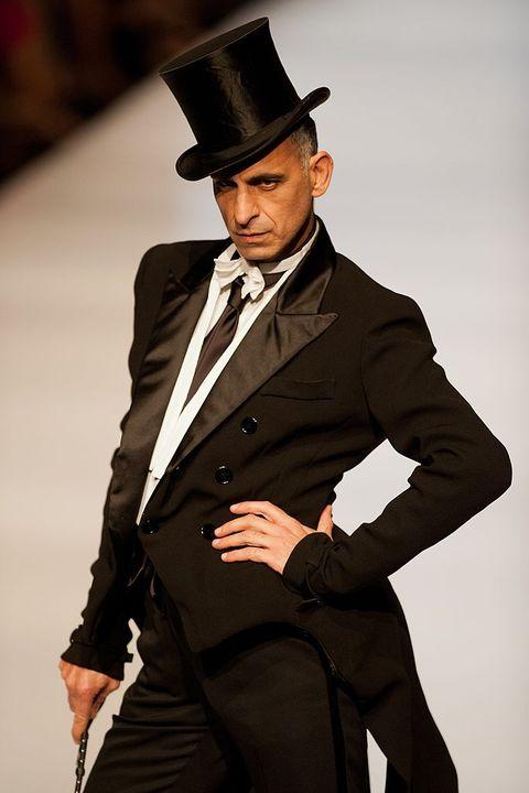 Suit, Clothing, Formal wear, Fashion, Tuxedo, Hat, Fedora, Fashion model, Headgear, Model,