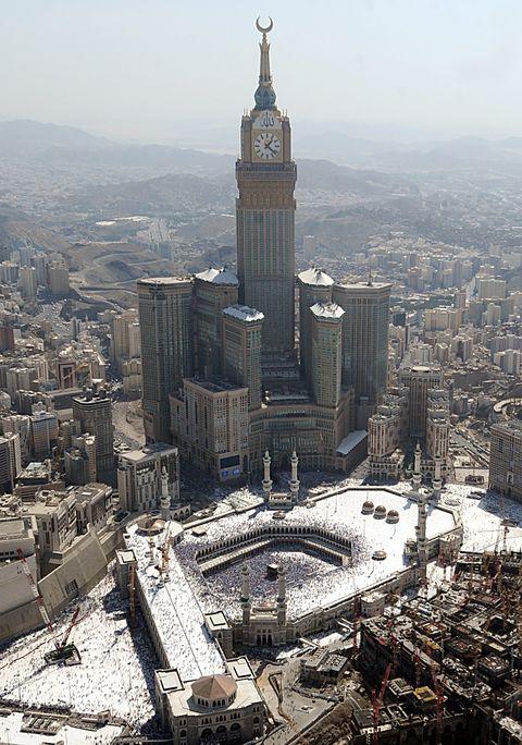 Landmark, City, Urban area, Metropolitan area, Building, Tower, Architecture, Human settlement, Metropolis, Cityscape,