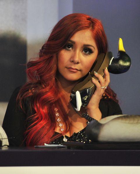 Hair, Face, Beauty, Hairstyle, Hair coloring, Long hair, Red hair, Lip, Music artist, Brown hair,